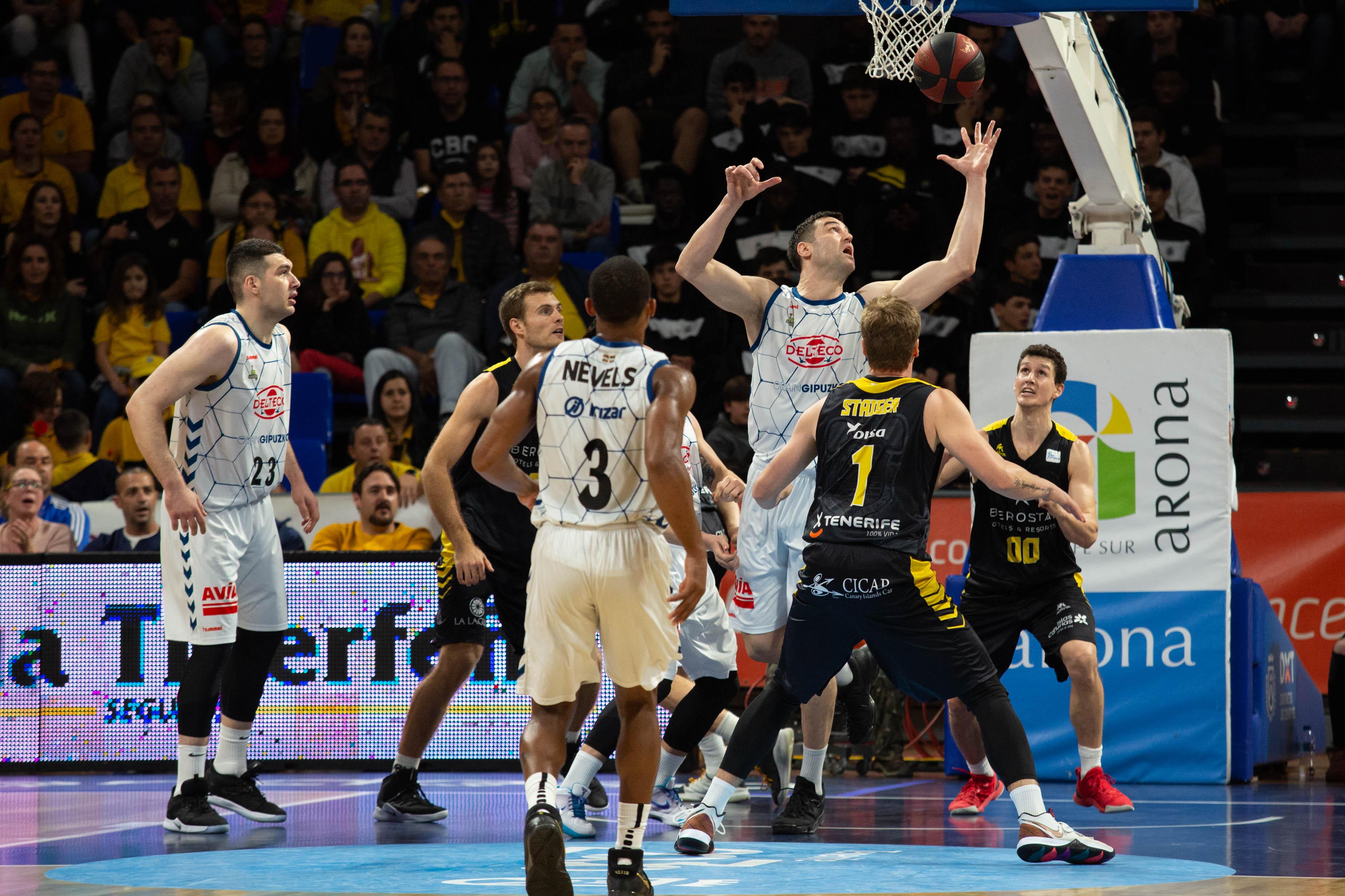 El Iberostar Tenerife hace el ridículo ante el Delteco Gipúzkoa Basket